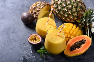 La ricetta per preparare il succo di mango e ananas con l'estrattore di succo a freddo