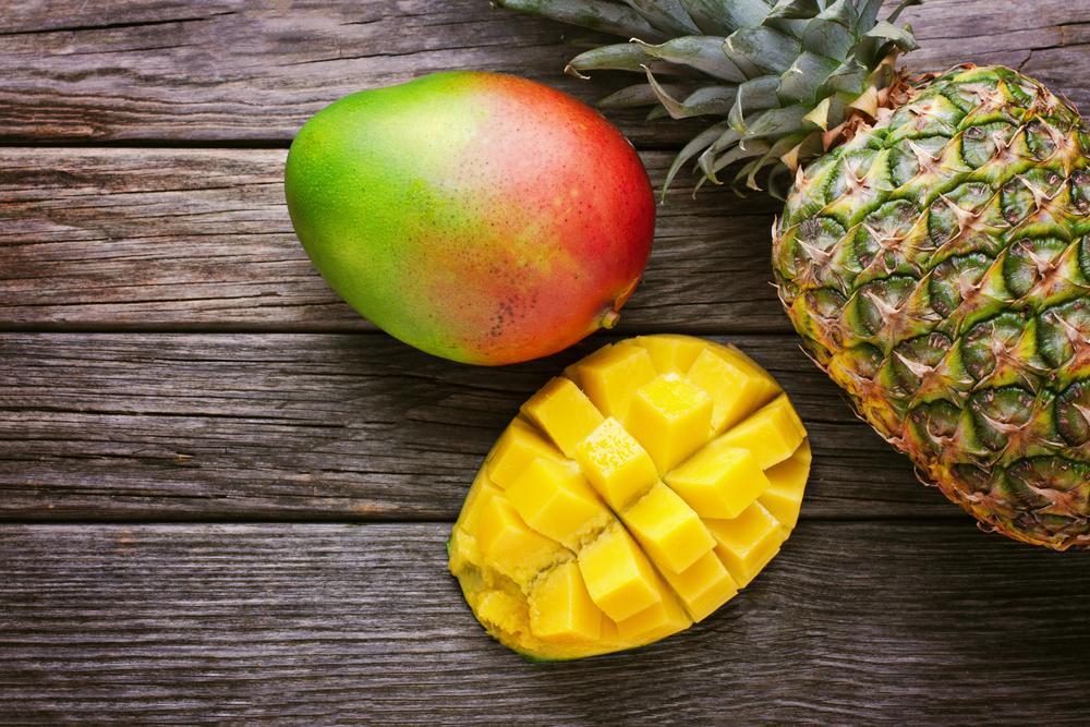 Gli ingredienti della ricetta del succo di mango e ananas